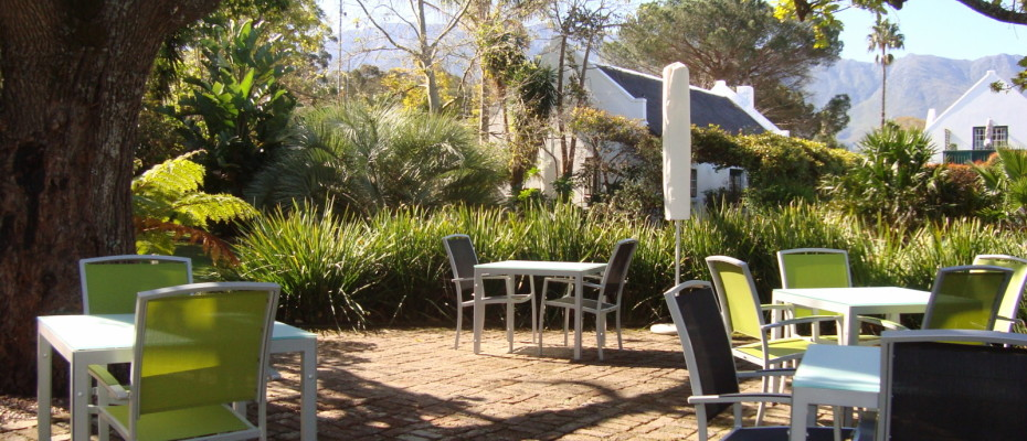 Breakfast Patio - Trendy Five Star Boutique Guest Retreat – 1 ha with possibility to add 2 more hectares