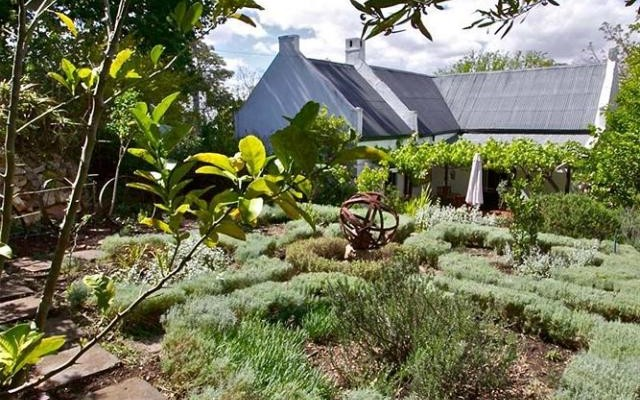 Swellendam Guest House (19) - Luxurious Four Star Country Cottages and Separate Owners House