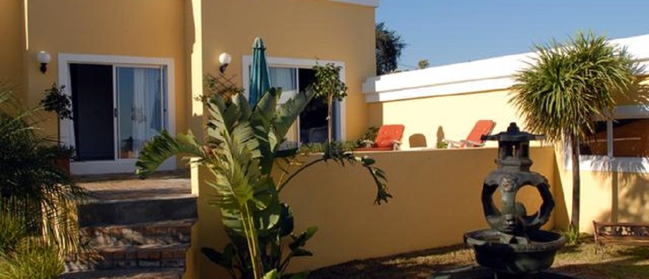 Spacious Guest House In Somerset West (36) - Spacious Guest House In The Leafy Suburb Of Somerset West