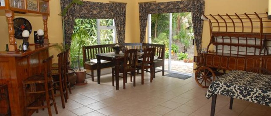Spacious Guest House In Somerset West (4) - Spacious Guest House In The Leafy Suburb Of Somerset West