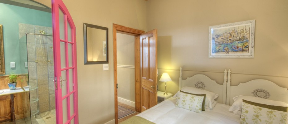 Hamra Room 2 - Luxury Guest House in sought after Tamboerskloof