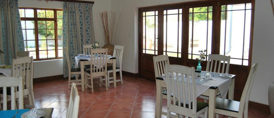 dining area - Four Star 6 room guesthouse with cottage and separate owner's apartment. Room to expand.