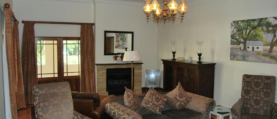 loung - Four Star 6 room guesthouse with cottage and separate owner's apartment. Room to expand.