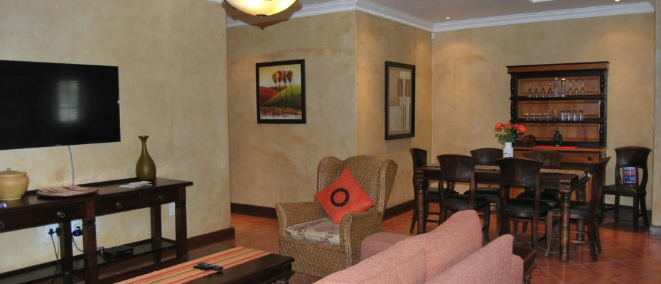 lounge dining area - Four Star 6 room guesthouse with cottage and separate owner's apartment. Room to expand.