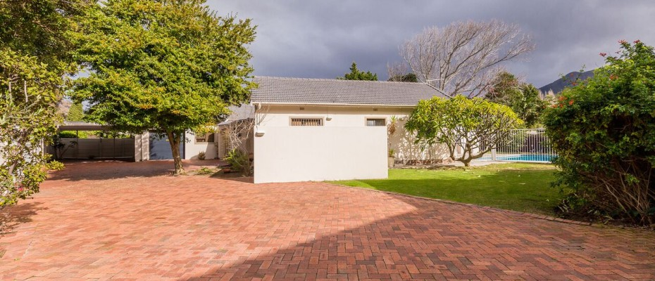 unspecified - Established 5 Bedroom self-catering Guesthouse in Tokai