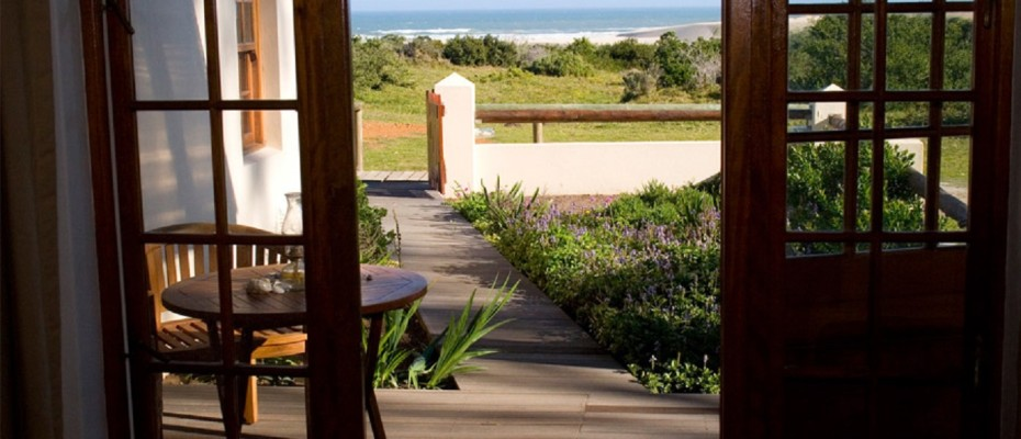 Beach Front Lodge (11) - Guest Lodge on a 3,5km Unspoilt and Pristine Beach near Cape St Francis