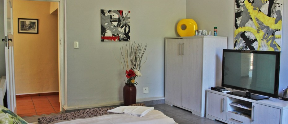 14 - CHARMING GUEST HOUSE SITUATED IN THE CAPE WINELANDS