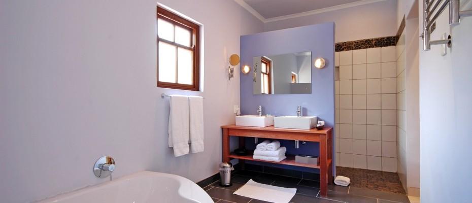 03 deluxe garden room bath room - Four-star guesthouse – Montagu