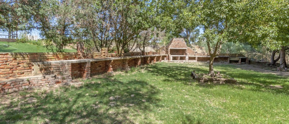 33_MG_1861 boma braai area - Stylish River Lodge with Camp Site Situated in the Heart of the Robertson Wine Valley
