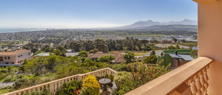 82_MG_4942 - 5 Bedroom Guesthouse – Gordons Bay – Mountainside