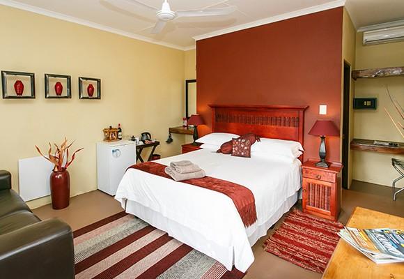 b - 8 Room Guesthouse – Oudtshoorn