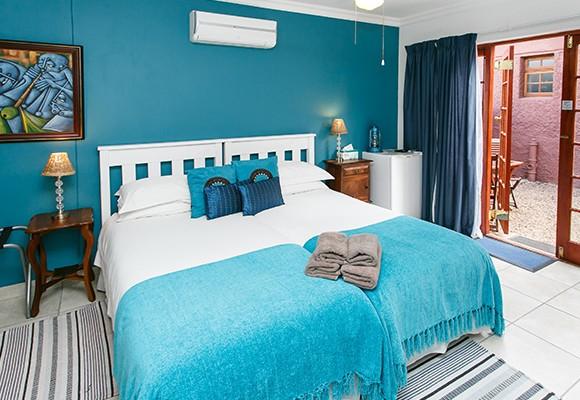 d - 8 Room Guesthouse – Oudtshoorn