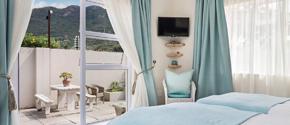 2 - Popular Guesthouse Located on Hout Bay beach, 9 rooms plus Owner's apartment and Manager's room