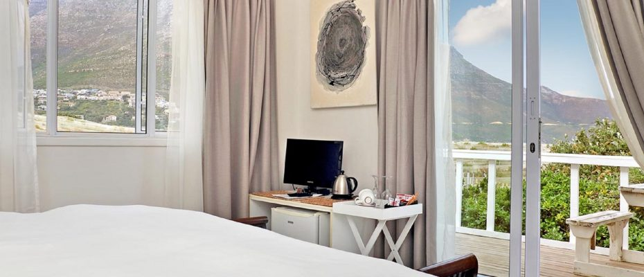 7 - Popular Guesthouse Located on Hout Bay beach, 9 rooms plus Owner's apartment and Manager's room