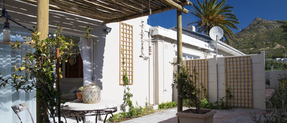 Beach House - Large-1 - Popular Guesthouse Located on Hout Bay beach, 9 rooms plus Owner's apartment and Manager's room