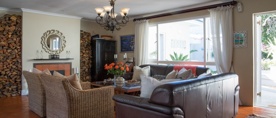 Beach House - Large-19 - Popular Guesthouse Located on Hout Bay beach, 9 rooms plus Owner's apartment and Manager's room