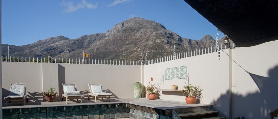 Beach House - Large-30 - Popular Guesthouse Located on Hout Bay beach, 9 rooms plus Owner's apartment and Manager's room