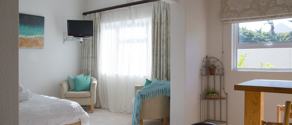Beach House - Large-39 - Popular Guesthouse Located on Hout Bay beach, 9 rooms plus Owner's apartment and Manager's room