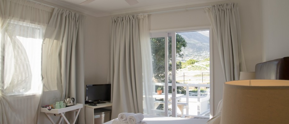 Beach House - Large-55 - Popular Guesthouse Located on Hout Bay beach, 9 rooms plus Owner's apartment and Manager's room