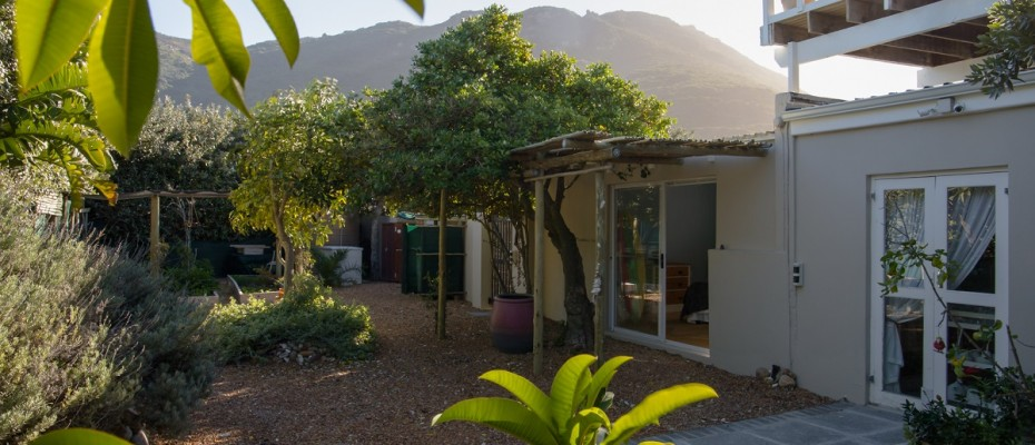 Beach House - Large-56 - Popular Guesthouse Located on Hout Bay beach, 9 rooms plus Owner's apartment and Manager's room