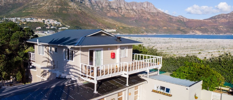 Beach House - Large-63 - Popular Guesthouse Located on Hout Bay beach, 9 rooms plus Owner's apartment and Manager's room