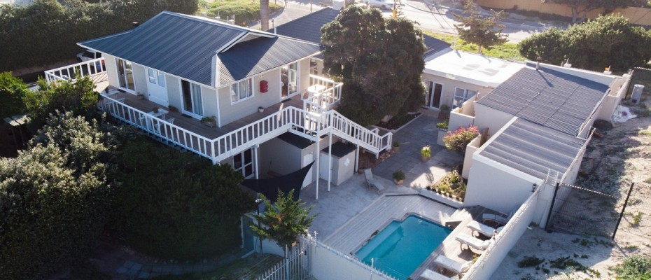Beach House - Large-64 - Popular Guesthouse Located on Hout Bay beach, 9 rooms plus Owner's apartment and Manager's room