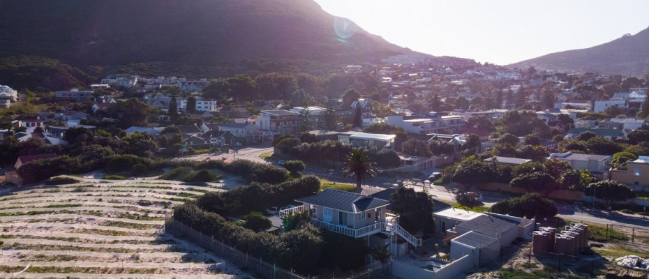 Beach House - Large-66 - Popular Guesthouse Located on Hout Bay beach, 9 rooms plus Owner's apartment and Manager's room