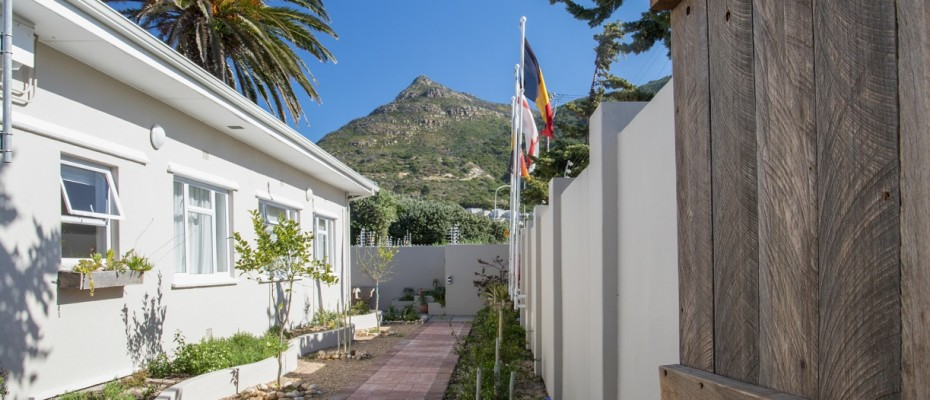 Beach House - Large-9 - Popular Guesthouse Located on Hout Bay beach, 9 rooms plus Owner's apartment and Manager's room
