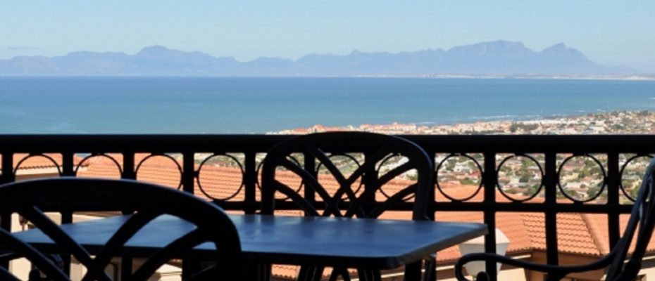 1 (13) - 4 star Guesthouse – Gordon's Bay – 7 guestrooms, spacious 2 bedroom owner's apartment, manager's apartment plus additional room to expand
