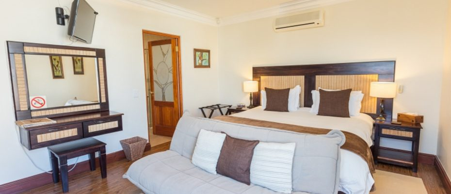 1 (14) - 4 star Guesthouse – Gordon's Bay – 7 guestrooms, spacious 2 bedroom owner's apartment, manager's apartment plus additional room to expand