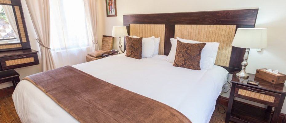 1 (15) - 4 star Guesthouse – Gordon's Bay – 7 guestrooms, spacious 2 bedroom owner's apartment, manager's apartment plus additional room to expand