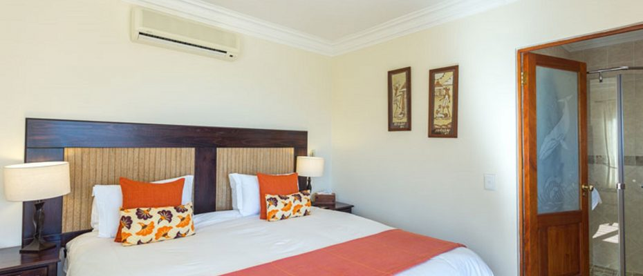 1 (18) - 4 star Guesthouse – Gordon's Bay – 7 guestrooms, spacious 2 bedroom owner's apartment, manager's apartment plus additional room to expand