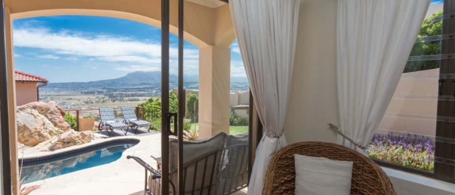 1 (19) - 4 star Guesthouse – Gordon's Bay – 7 guestrooms, spacious 2 bedroom owner's apartment, manager's apartment plus additional room to expand
