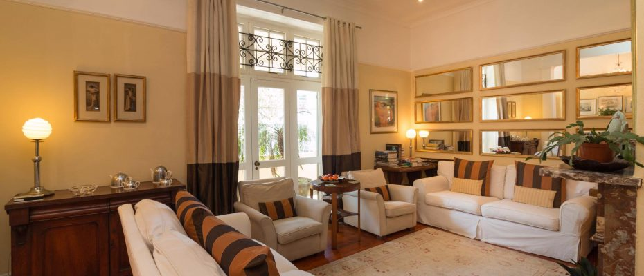 1 (10) - Charming B&B – 4 Guest rooms and Owners Suit – Gardens – Cape Town