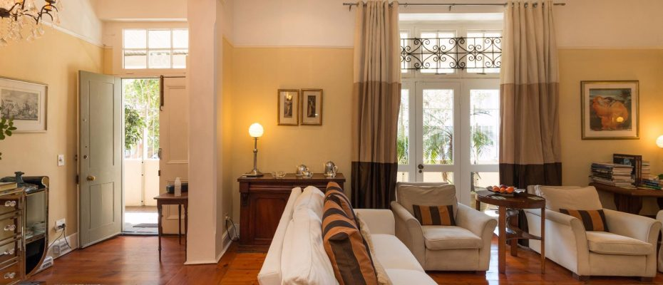 1 (11) - Charming B&B – 4 Guest rooms and Owners Suit – Gardens – Cape Town