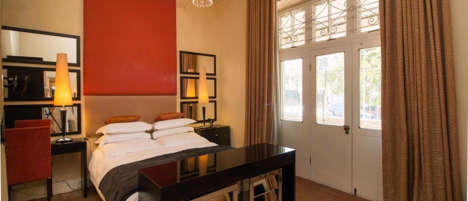 1 (17) - Charming B&B – 4 Guest rooms and Owners Suit – Gardens – Cape Town