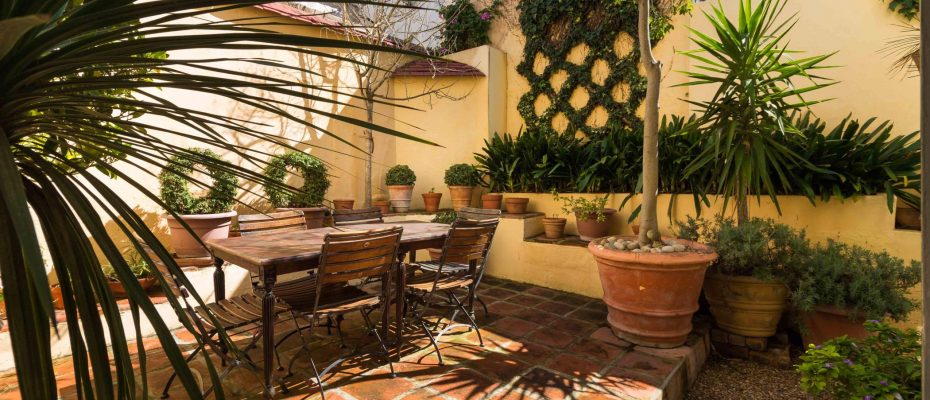 1 (23) - Charming B&B – 4 Guest rooms and Owners Suit – Gardens – Cape Town
