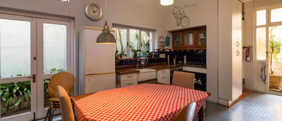 1 (25) - Charming B&B – 4 Guest rooms and Owners Suit – Gardens – Cape Town