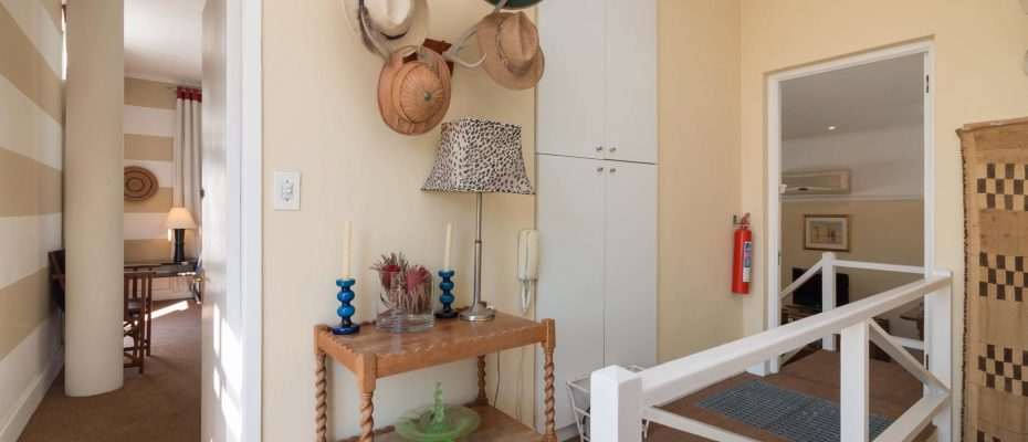 1 (27) - Charming B&B – 4 Guest rooms and Owners Suit – Gardens – Cape Town