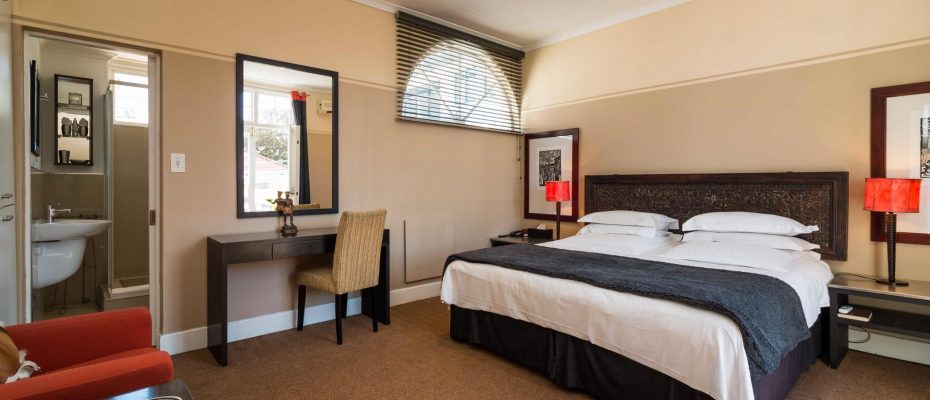 1 (28) - Charming B&B – 4 Guest rooms and Owners Suit – Gardens – Cape Town