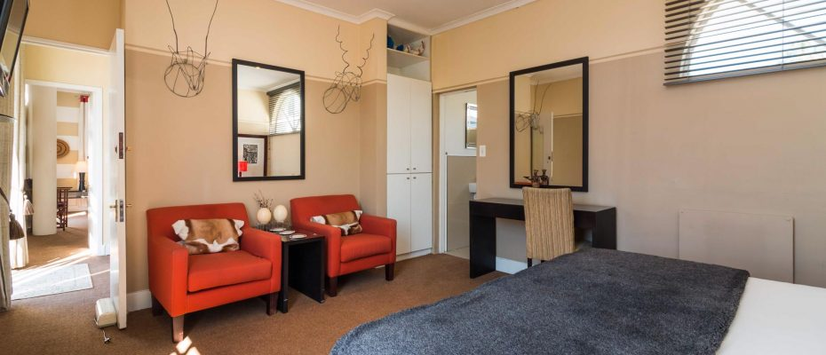 1 (29) - Charming B&B – 4 Guest rooms and Owners Suit – Gardens – Cape Town
