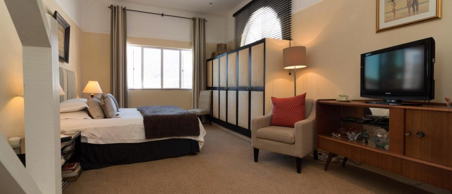 1 (32) - Charming B&B – 4 Guest rooms and Owners Suit – Gardens – Cape Town