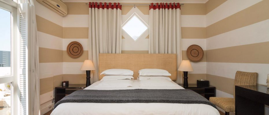 1 (38) - Charming B&B – 4 Guest rooms and Owners Suit – Gardens – Cape Town
