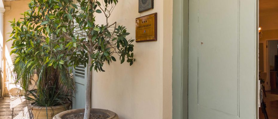 1 (47) - Charming B&B – 4 Guest rooms and Owners Suit – Gardens – Cape Town