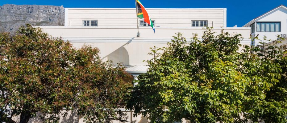 1 (48) - Charming B&B – 4 Guest rooms and Owners Suit – Gardens – Cape Town