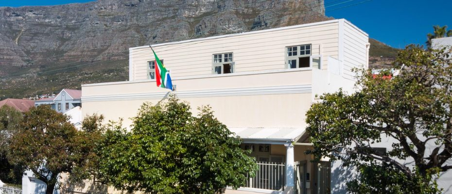 1 (49) - Charming B&B – 4 Guest rooms and Owners Suit – Gardens – Cape Town