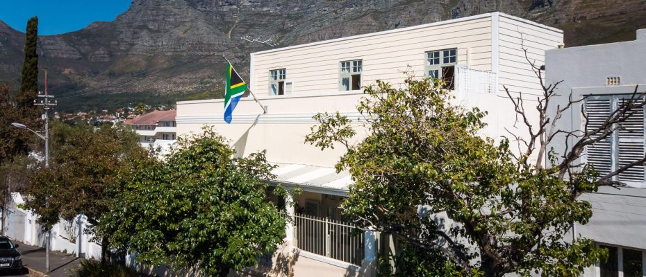 1 (50) - Charming B&B – 4 Guest rooms and Owners Suit – Gardens – Cape Town