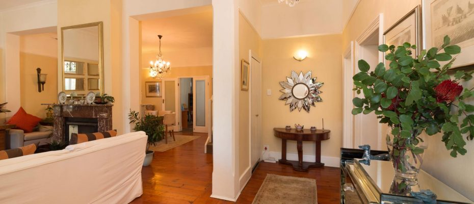 1 (8) - Charming B&B – 4 Guest rooms and Owners Suit – Gardens – Cape Town