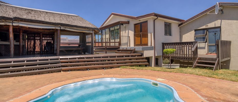 265 Uys Krige Dr Loevenstein LOWRES-102 - 3 star guesthouse with 8 semi self-catering guestrooms and private spacious 2/3 bedroom owner's home