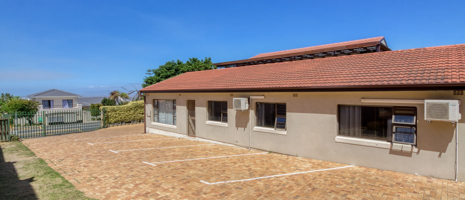 265 Uys Krige Dr Loevenstein LOWRES-3 - 3 star guesthouse with 8 semi self-catering guestrooms and private spacious 2/3 bedroom owner's home